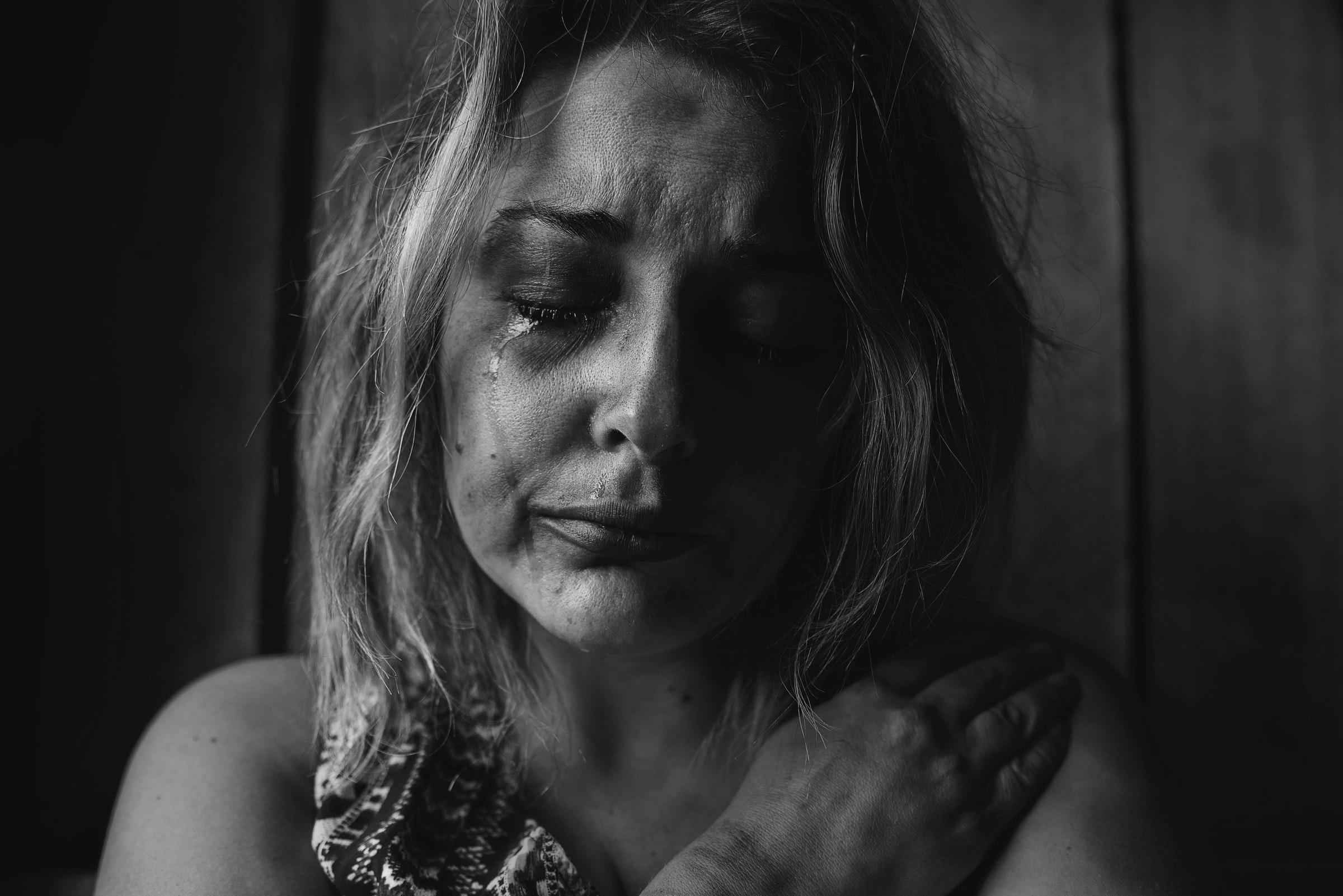 одинокая женщина, одиночество, страдания