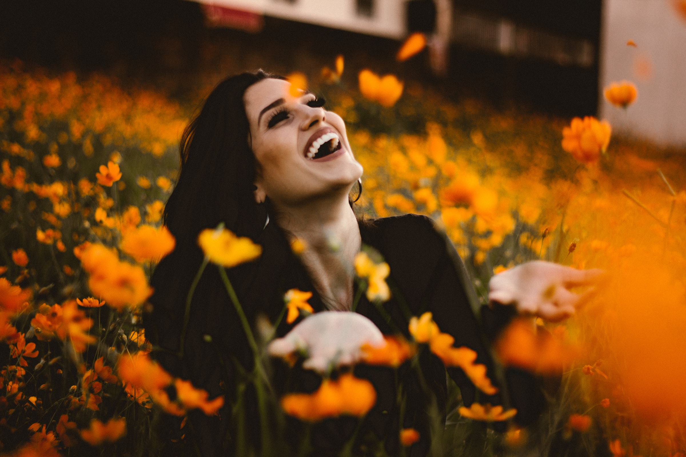 улыбаться, быть волонтером, быть причиной радости для других